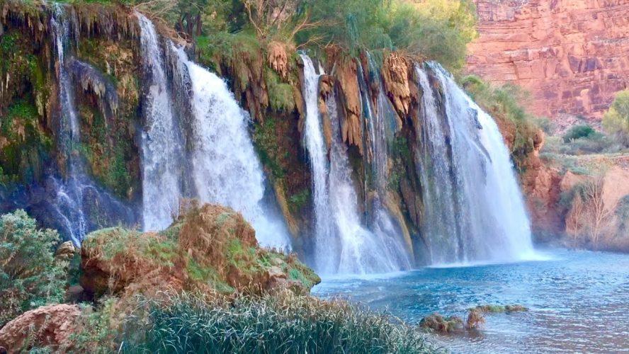 Kecantikan Menawan dari Little Navoja Falls